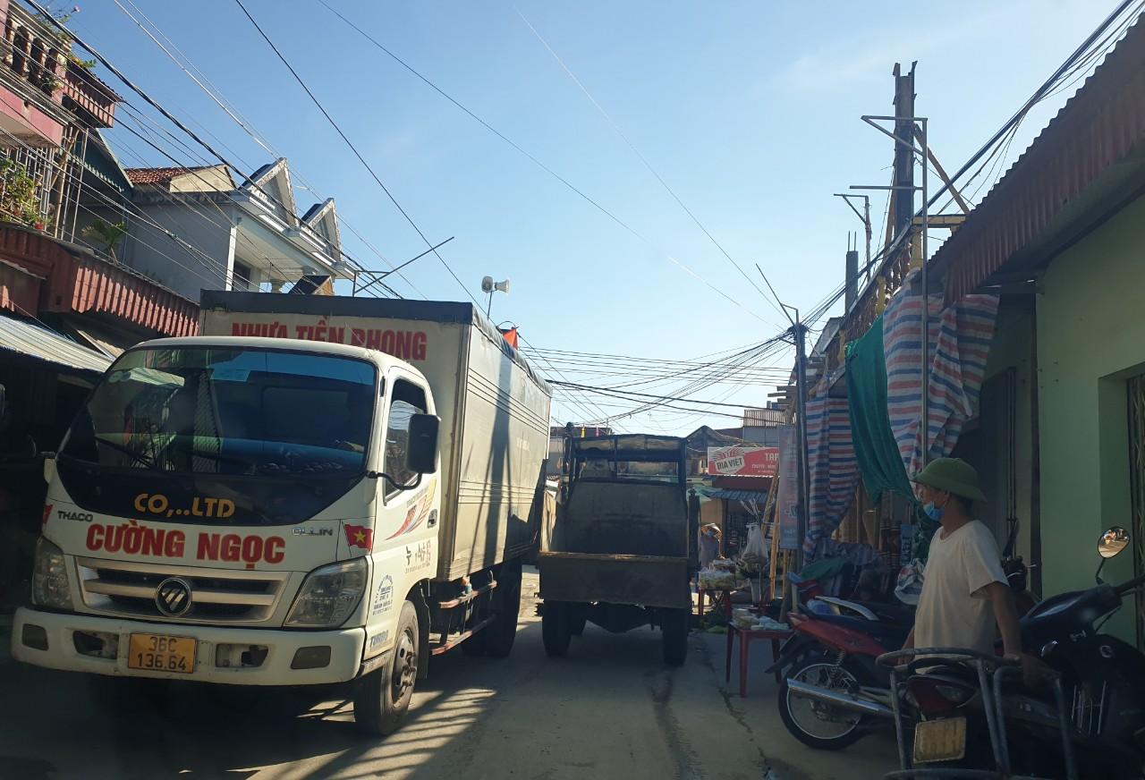 Hậu Lộc, Thanh Hóa: Nguy cơ rình rập từ chợ cóc, chợ tạm