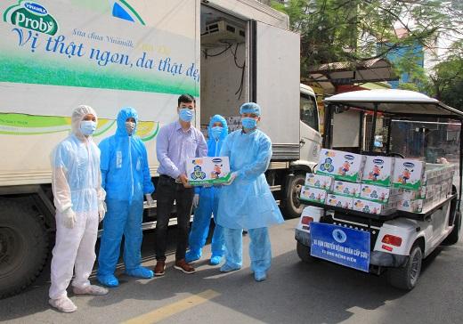 Vinamilk gửi tặng 45.000 hộp sữa và nhiều phần quà Tết đến các em nhỏ tại nhiều 'điểm nóng' cách ly