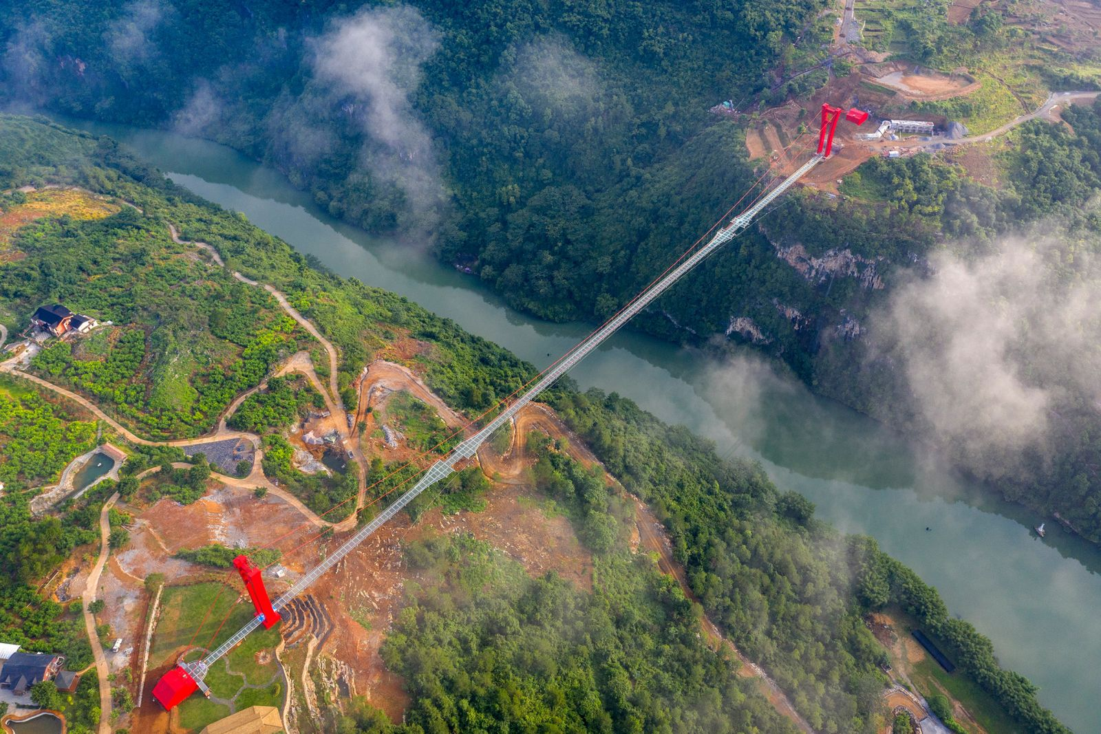 Chiêm ngưỡng cây cầu kính dài nhất thế giới