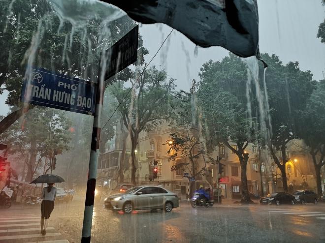 Dự báo thời tiết ngày 10/6: Hà Nội mưa dông
