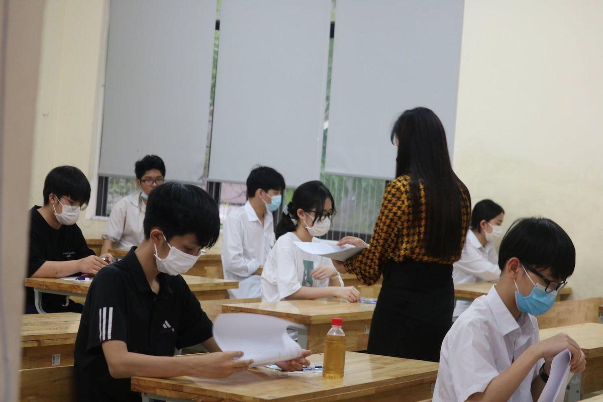 Ngày thi thứ nhất kỳ thi vào lớp 10 THPT: Phụ huynh tin tưởng, thí sinh vững vàng