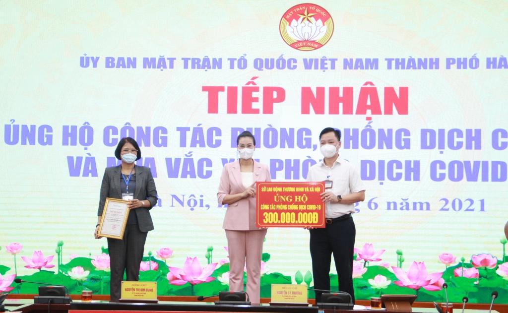 Hà Nội đã tiếp nhận hơn 2 tỷ đồng ủng hộ phòng, chống dịch Covid-19