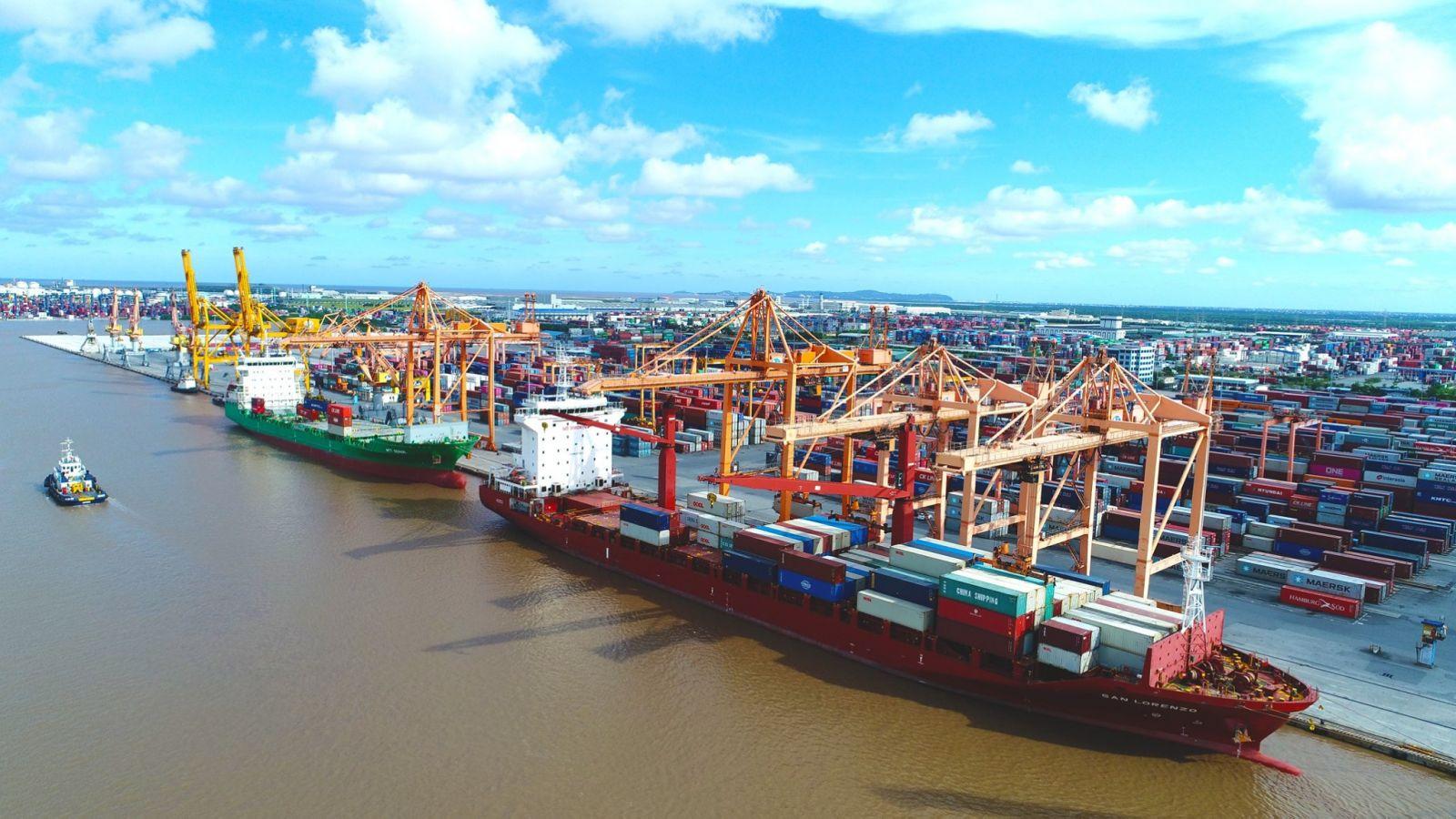 Bối cảnh thiếu hụt container và cơ hội cho ngành kho bãi, tàu thủy