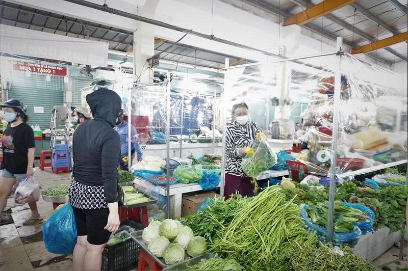 TP.HCM: 40 chợ truyền thống hoạt động để cung cấp nhu yếu phẩm cần cho người dân