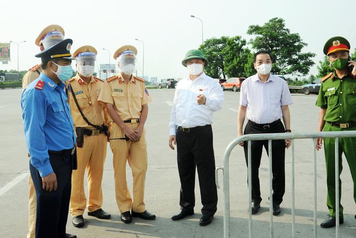 Bí thư Thành ủy Hà Nội trực tiếp kiểm tra, chỉ đạo biện pháp giảm ùn tắc tại cửa ngõ ra vào Thủ đô
