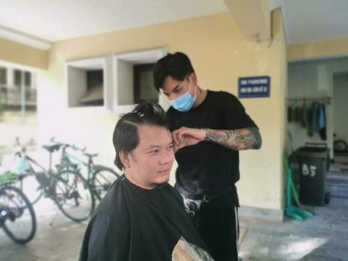Mở dịch vụ cắt tóc tại nhà, doanh thu lên đến 1 triệu đồng/ngày