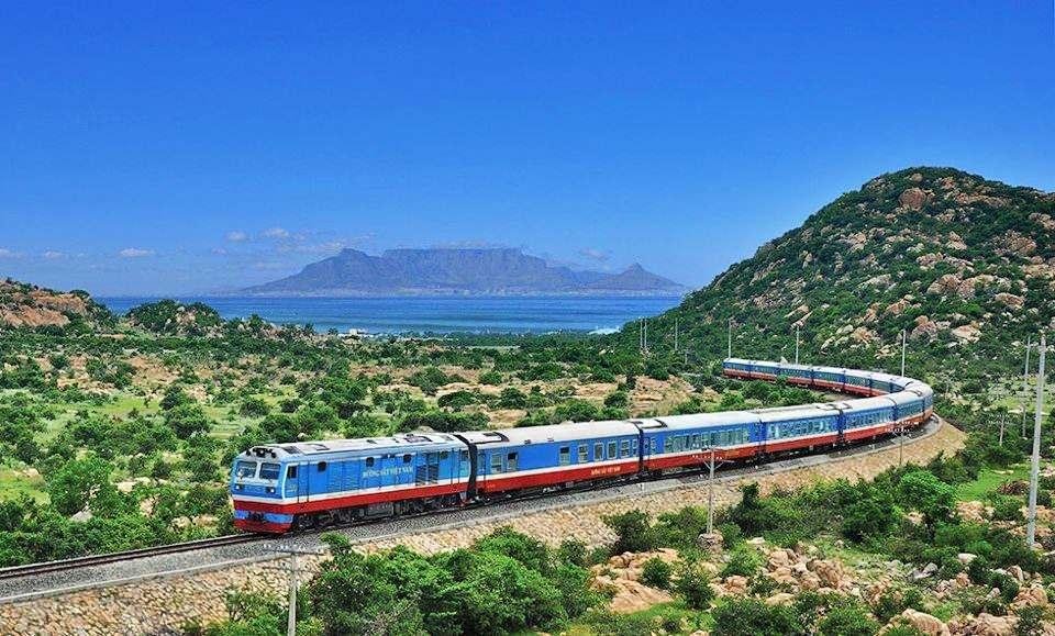 Đường sắt vắng khách, doanh thu giảm gần 50% do dịch