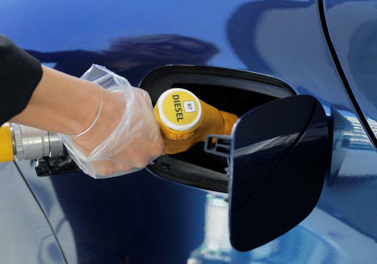 Giá xăng dầu hôm nay 19/4: giá dầu Brent giảm nhẹ sau khi tăng gần 6% vào tuần trước