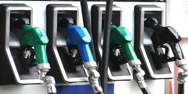 Giá xăng dầu hôm nay 26/5: Quay đầu giảm nhẹ