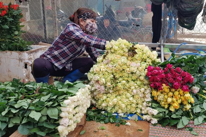 """Sau hoa quả, rau củ, đến lượt Lâm Đồng kêu gọi """"giải cứu"""" 100 triệu cành hoa tươi"""