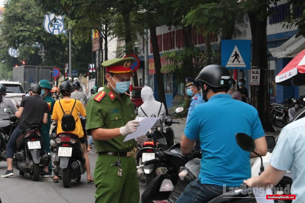 Hà Nội siết chặt quy định về Giấy đi đường: Nhắc nhở để người dân hiểu, nghiêm túc chấp hành