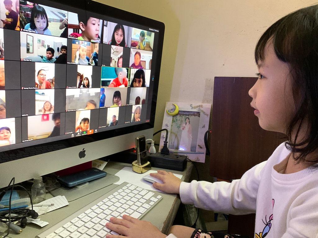 Hà Nội: Gỡ khó việc học trực tuyến cho học sinh lớp 1