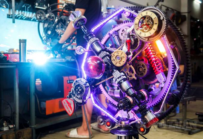 Chàng trai khởi nghiệp với hơn 2.000 tác phẩm làm từ linh kiện xe máy, ô tô