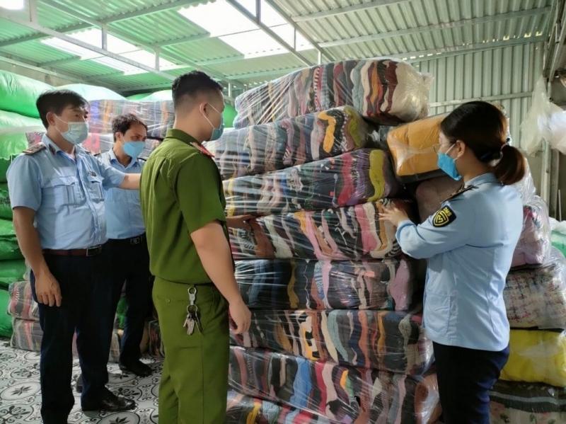 Đồng loạt kiểm tra nhiều kho hàng, cơ sở kinh doanh thời trang, dệt may trên địa bàn Thái Bình