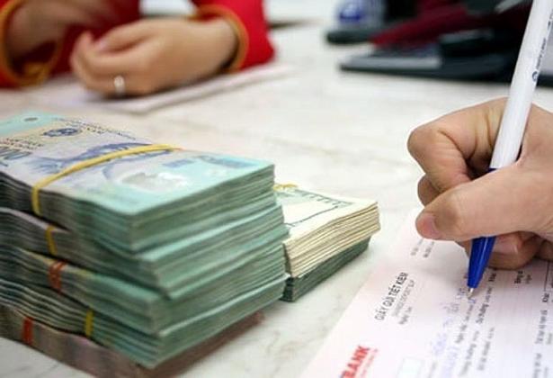 Lãi suất kém hấp dẫn, làm sao để hút tiền gửi vào ngân hàng?