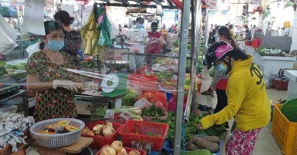 TP.HCM cho phép mở lại điểm bán thực phẩm thiết yếu tại các chợ truyền thống