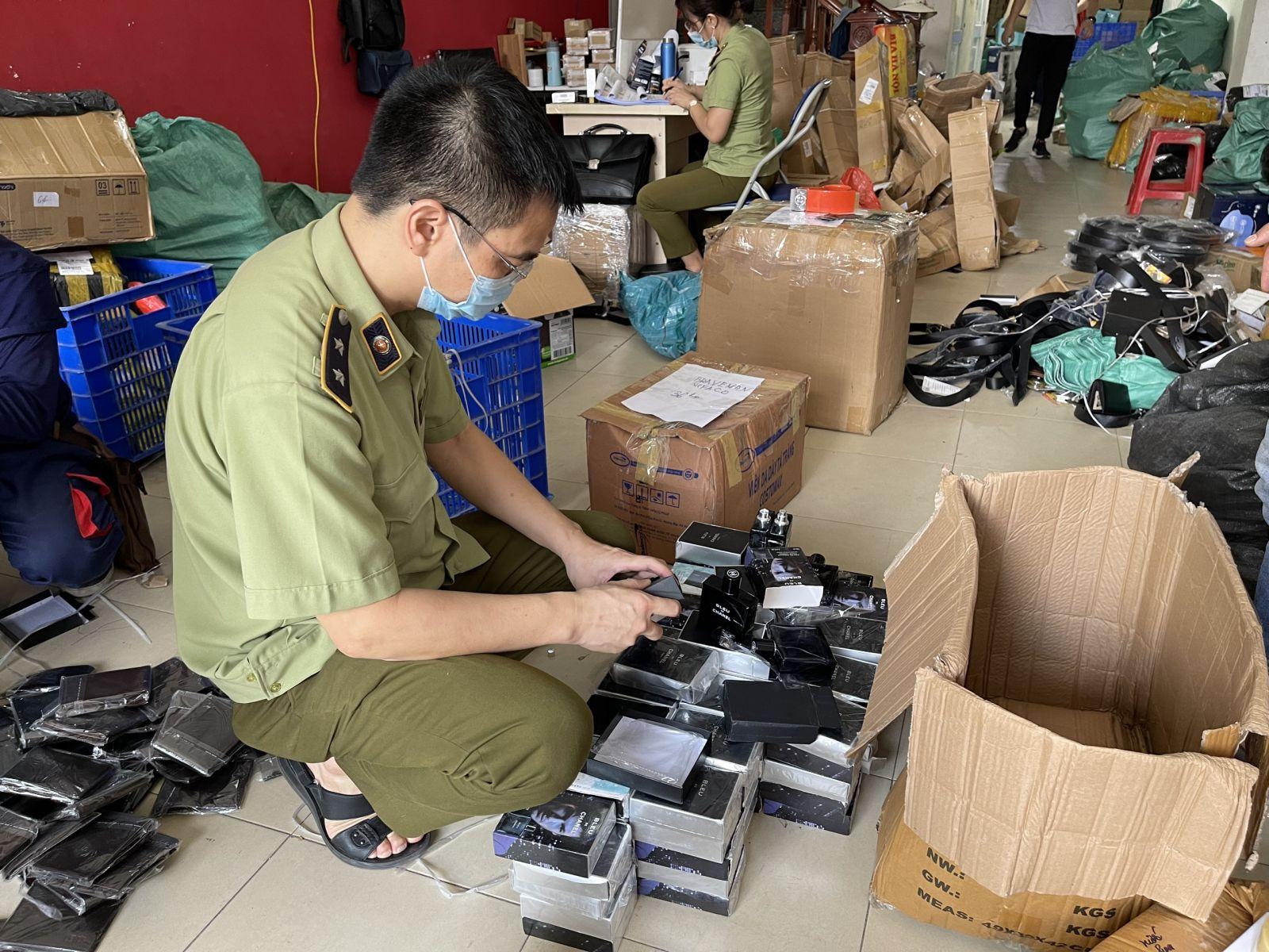 Hà Nội: Thu giữ hàng nghìn mỹ phẩm giả mạo nhãn hiệu, không có hóa đơn chứng từ