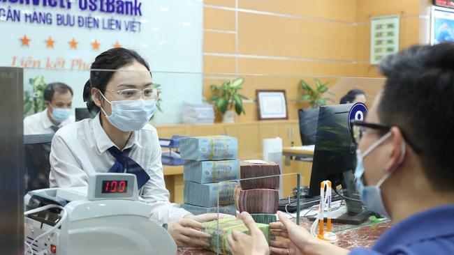 Nhiều ngân hàng công bố giảm lãi suất hỗ trợ khách hàng