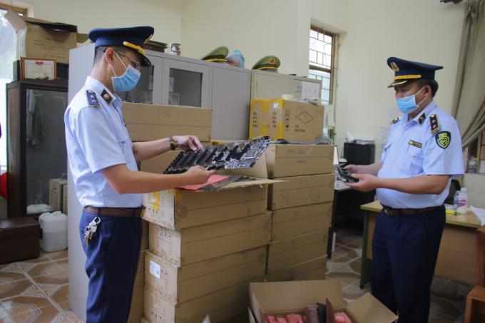 Thái Nguyên: Tạm giữ 12.000 sản phẩm điện tử có dấu hiệu nhập lậu, trị giá 400 triệu đồng