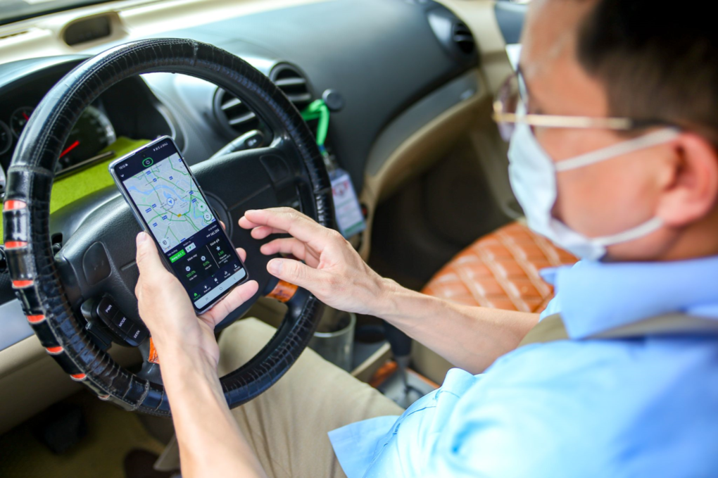 Thợ điện, chủ quán thay đổi cuộc sống nhờ lái xe công nghệ