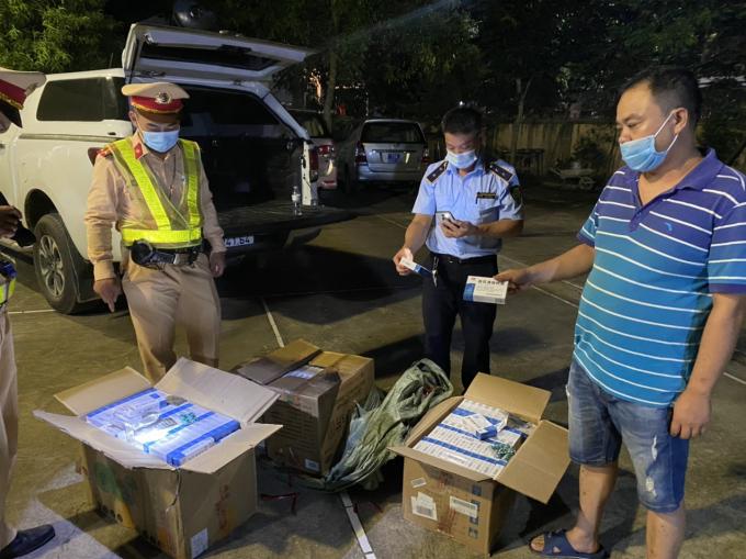 Lạng Sơn: Phát hiện xe vận chuyển 21.600 viên thuốc tân dược không rõ nguồn gốc