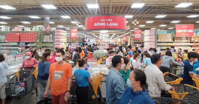 Sở Công Thương TP.HCM: Người dân không nên mua hàng tích trữ, tập trung đông người