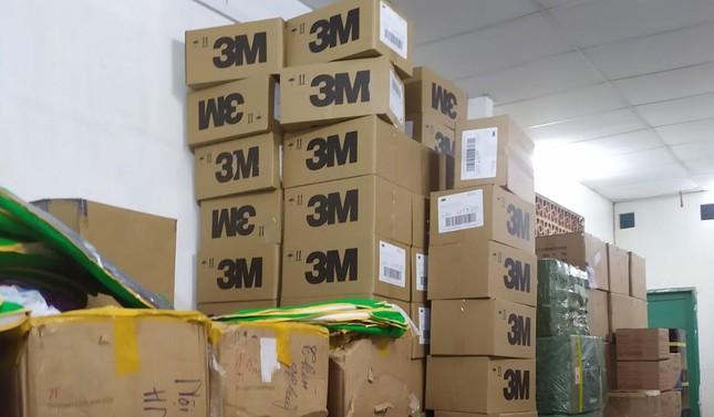 TP.HCM: Phát hiện 10.000 khẩu trang có dấu hiệu giả mạo nhãn hiệu tại khuôn viên hội chữ thập đỏ