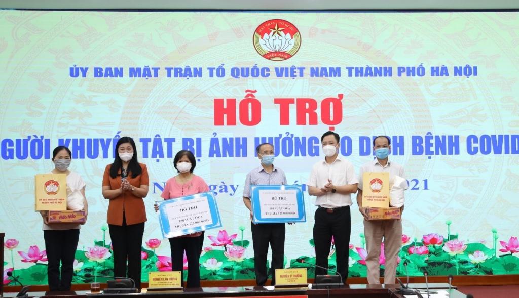 Hà Nội: Trao 200 suất quà hỗ trợ người khuyết tật có hoàn cảnh khó khăn