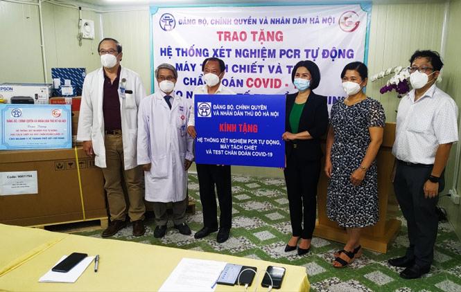 Hà Nội trao tặng TP.HCM hệ thống xét nghiệm Covid-19 tự động hiện đại