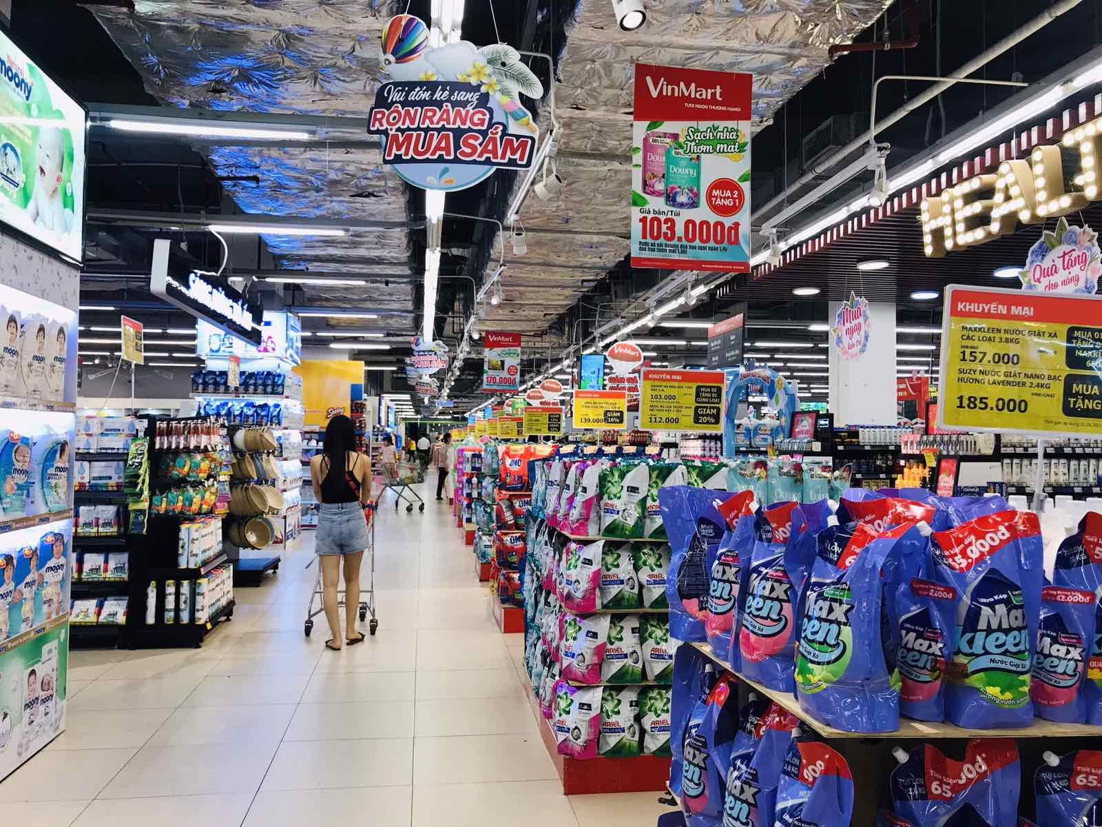 Giữa mùa dịch, chuỗi bán lẻ lớn nhất Việt Nam khuyến mại lên đến 50% nhiều ngành hàng