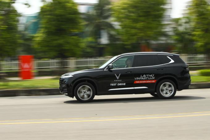 Tuân thủ quy định 5K mùa dịch, VinFast tiên phong phục vụ lái thử xe, ký hợp đồng tại nhà khách hàng