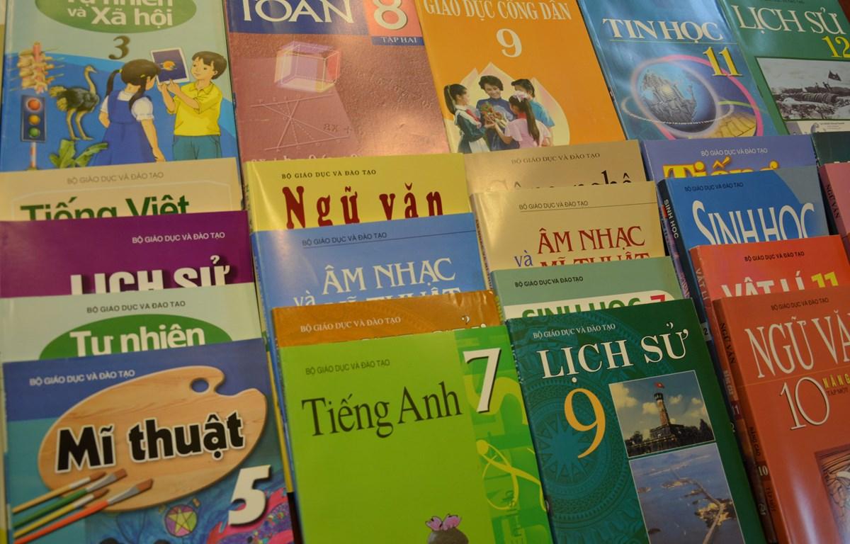 Bộ GD&ĐT: Sẽ có chính sách để kiềm chế giá sách giáo khoa tăng cao!