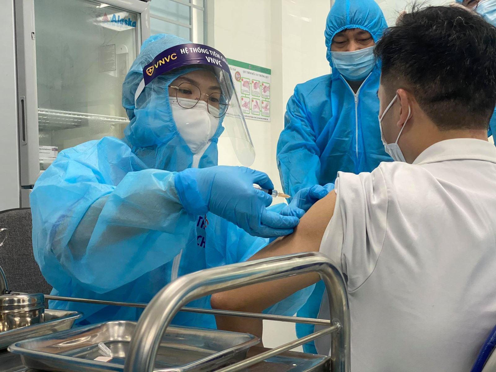 Chủ tịch UBND TP. Hà Nội: Xây dựng kịch bản tiêm vắc xin theo đúng quy trình an toàn của Bộ Y tế