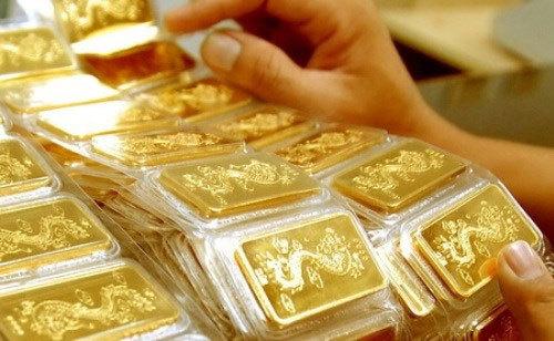 Giá vàng hôm nay 10/5: Vàng SJC vượt đỉnh, vàng thế giới tiếp tục tăng mạnh