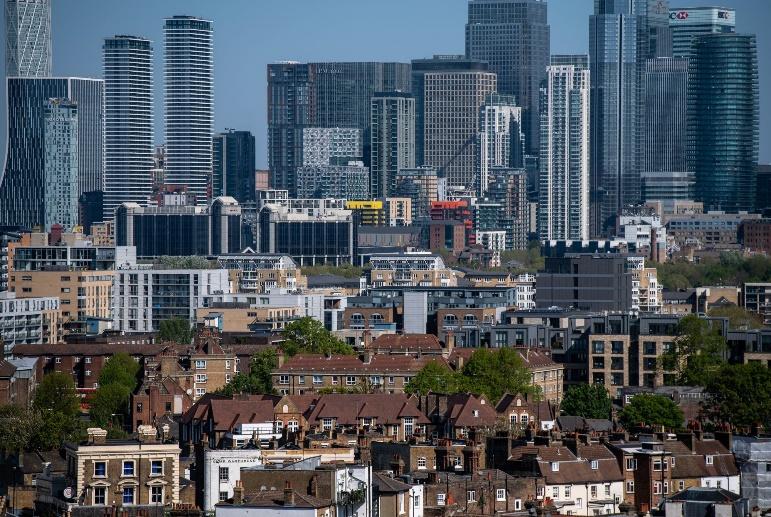 Giá nhà tăng đang khoét sâu thêm khoảng cách giàu nghèo ở Anh