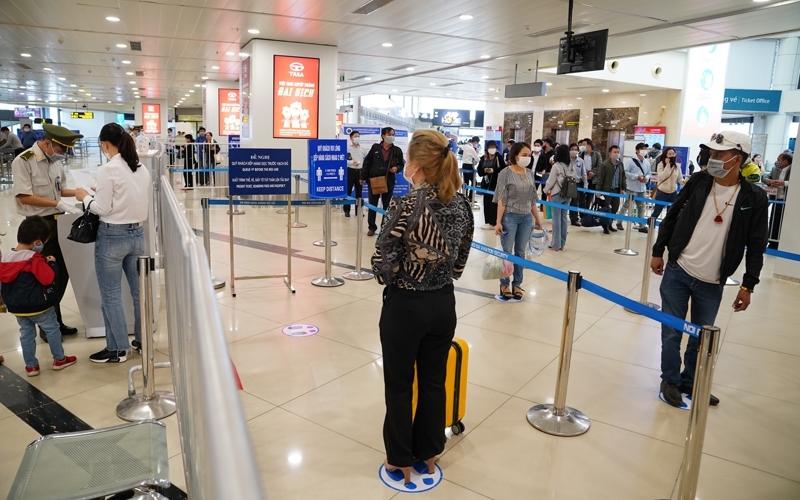 Tiếp tục tăng cường các biện pháp ngăn ngừa dịch bệnh Covid-19 tại các cảng hàng không