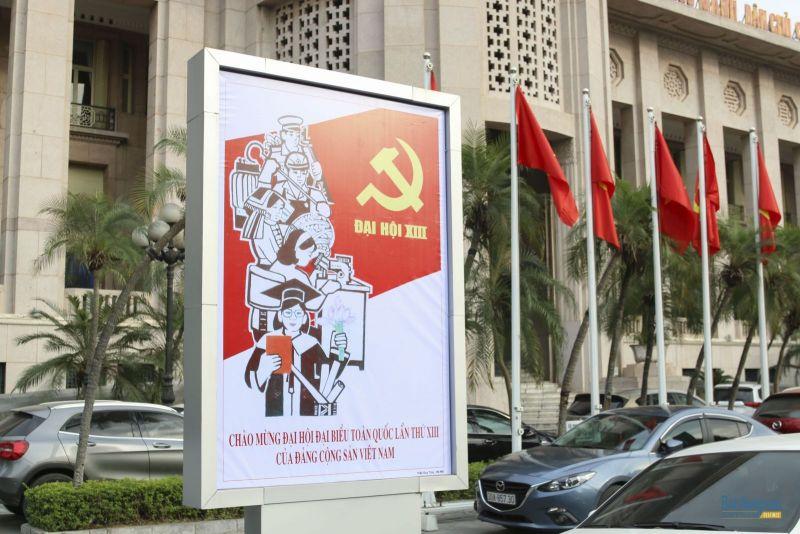 Hà Nội trang hoàng đường phố mừng Đại hội Đảng lần thứ XIII
