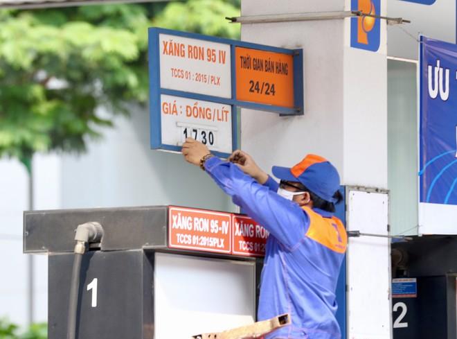 Giá xăng (25/02) tăng mạnh sau Tết