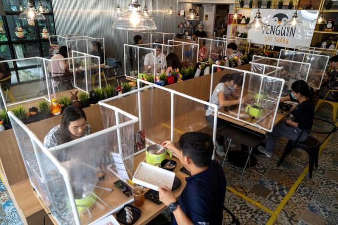 Hà Nội: Các nhà hàng, quán ăn, giải khát thực hiện nghiêm việc giãn cách theo quy định