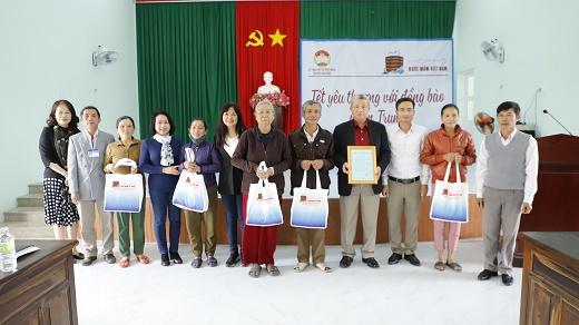 Đoàn Hiệp hội Nước mắm Việt Nam thăm và tặng quà Tết bà con tại Quảng Ngãi