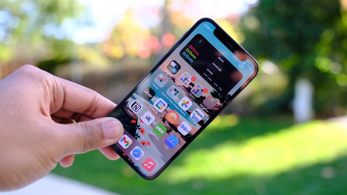 iPhone 12 mini có thể bị dừng sản xuất