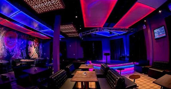 Hà Nội yêu cầu tạm dừng hoạt động các quán karaoke, bar, game từ 0h ngày 30/4/2021