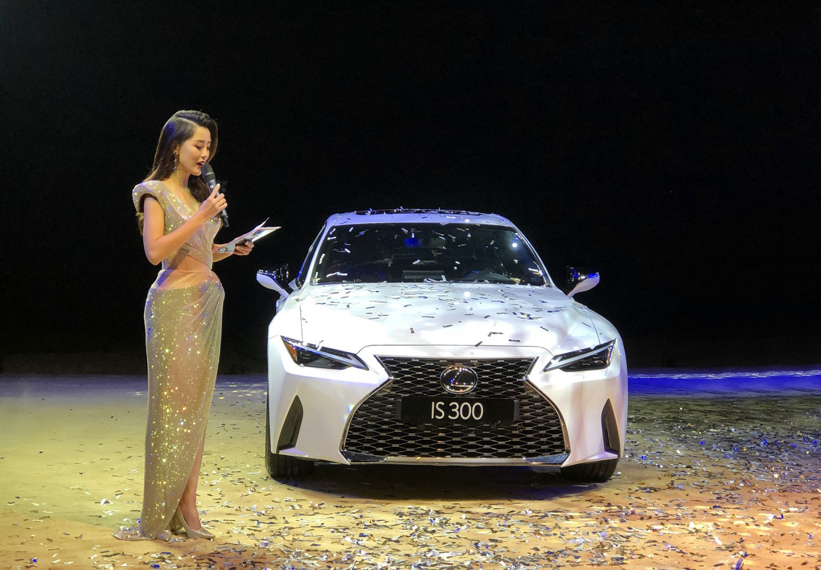 Lexus IS 2021 được ra mắt tại Việt Nam, giá bán từ 2,13 tỷ đồng