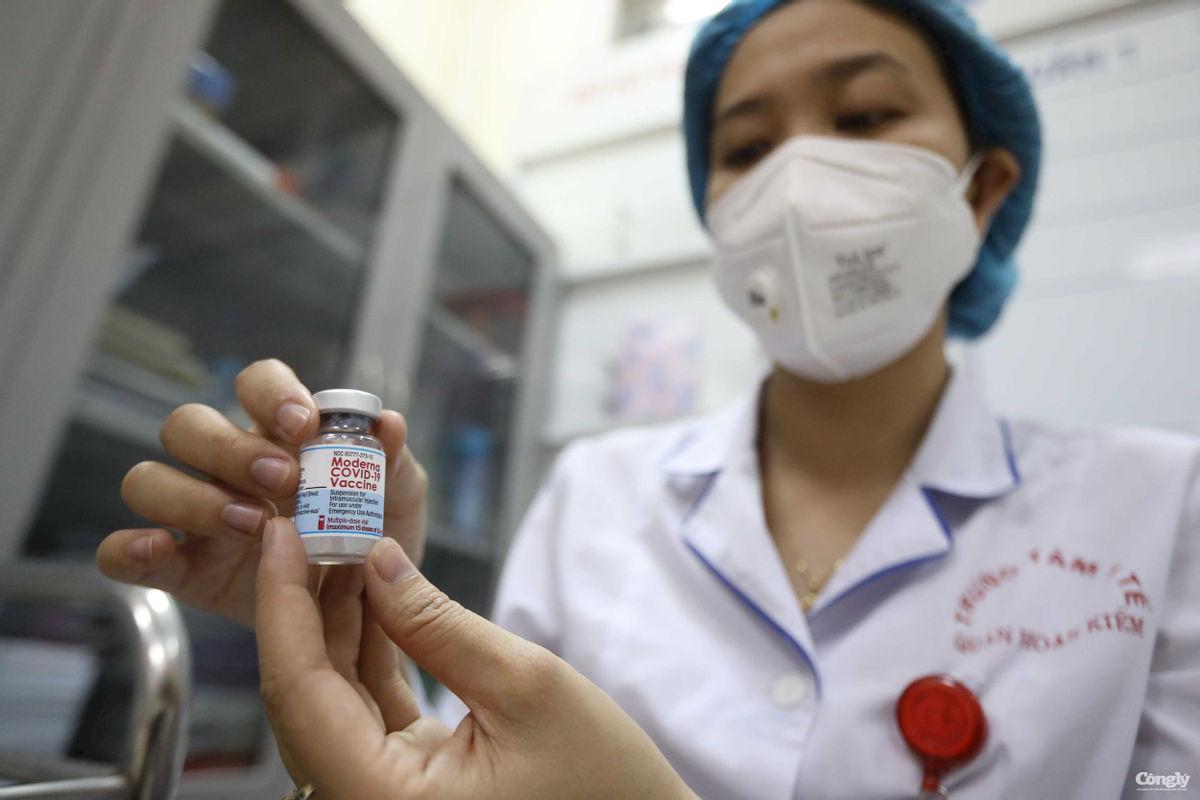 Hà Nội bắt đầu tiêm chủng vắc xin ngừa Covid-19 trên diện rộng