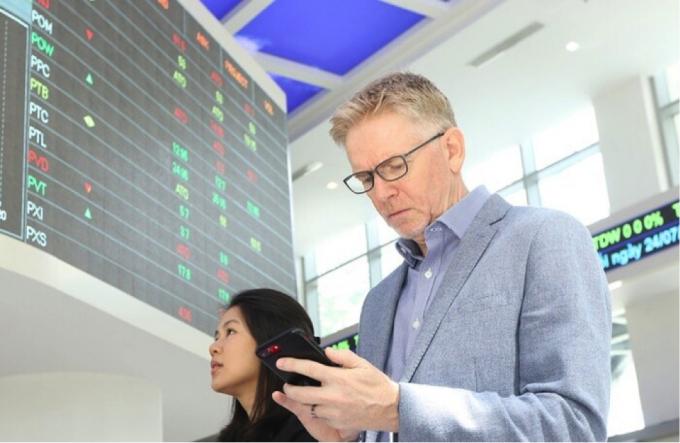 Quỹ ngoại thắng lớn nhờ cổ phiếu ngân hàng tăng nóng