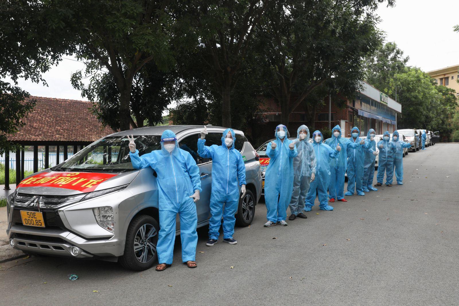 100 xe Grab chở người khỏi bệnh Covid-19 về nhà miễn phí