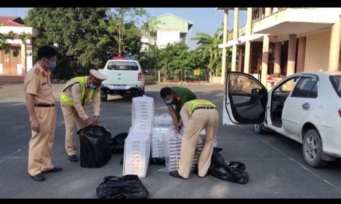 Tiền Giang: Thu giữ gần 5.000 bao thuốc lá nghi nhập lậu