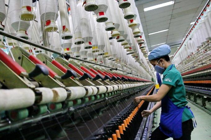 """Sau 25 năm, ngành dệt may lần đầu tiên tăng trưởng """"âm"""""""