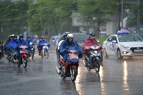 Bắc Bộ có mưa rào và dông, Nam Bộ nắng nóng