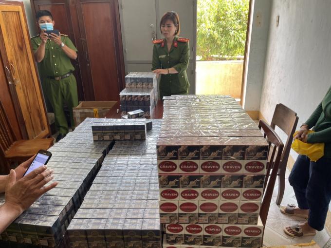 Phú Yên: Thu giữ 1.930 bao thuốc giả nhãn hiệu 555 và CravenA